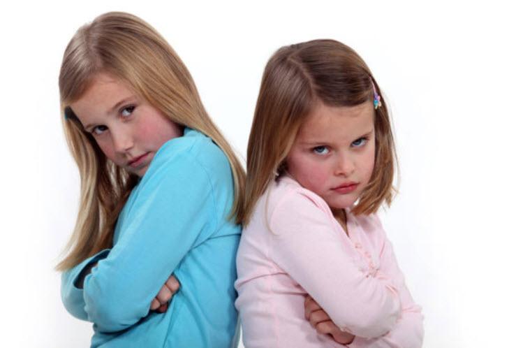 2 girls fighting